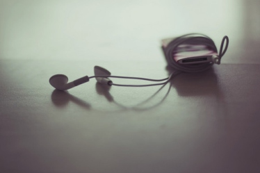 cute-earphones-ipod-ipod-nano-music-photography-favim-com-70839